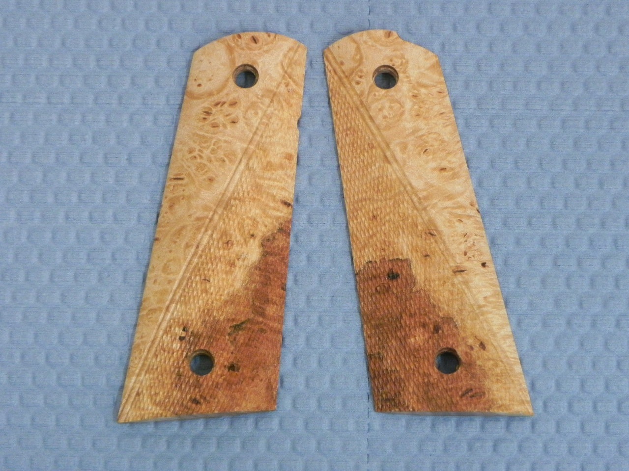 SUGMBNC1 - 1911 C&S Premium Handmade Checkered Maple Burl Grips