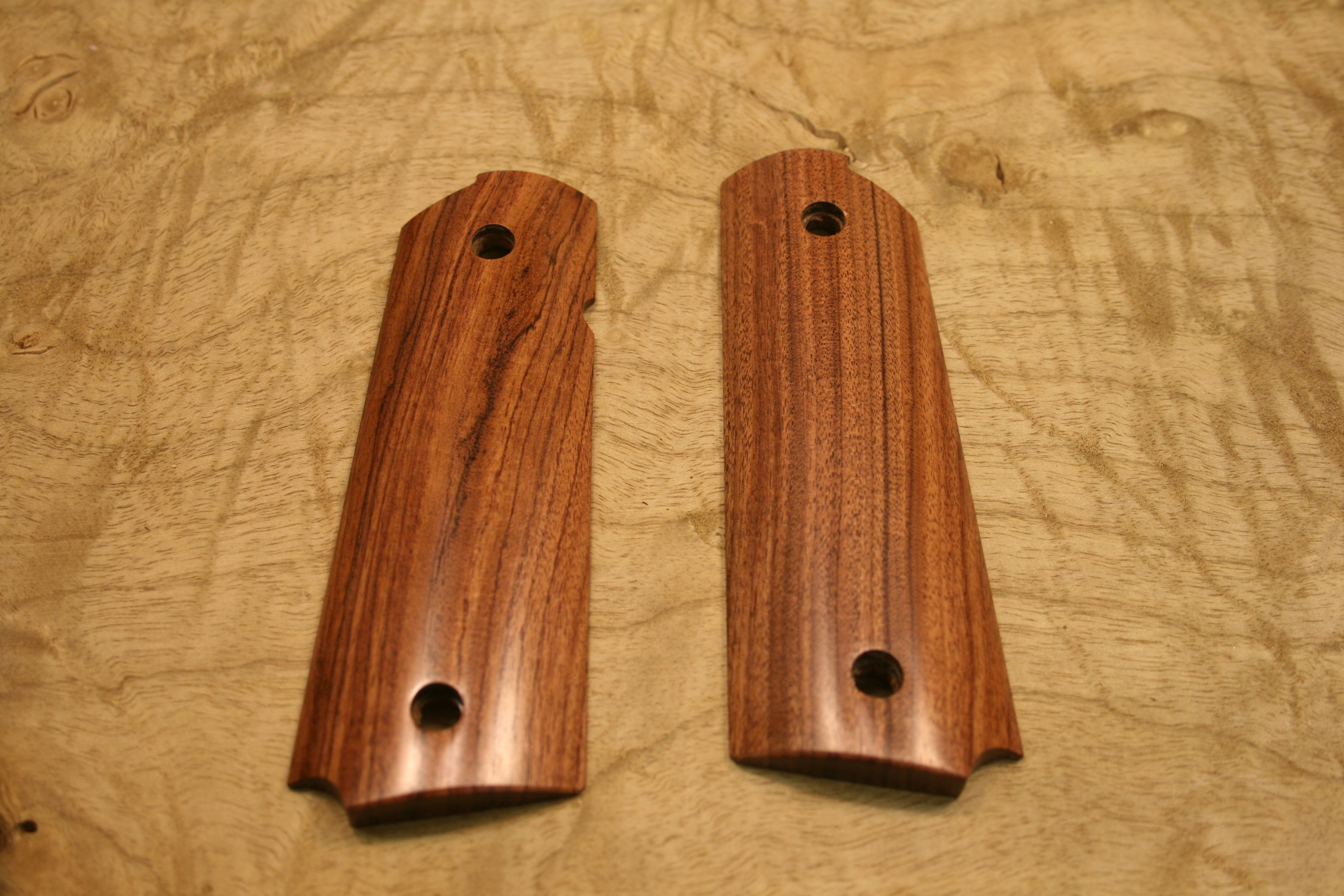 SUGRS1 - 1911 C&S Premium Handmade Smooth Rosewood Grips