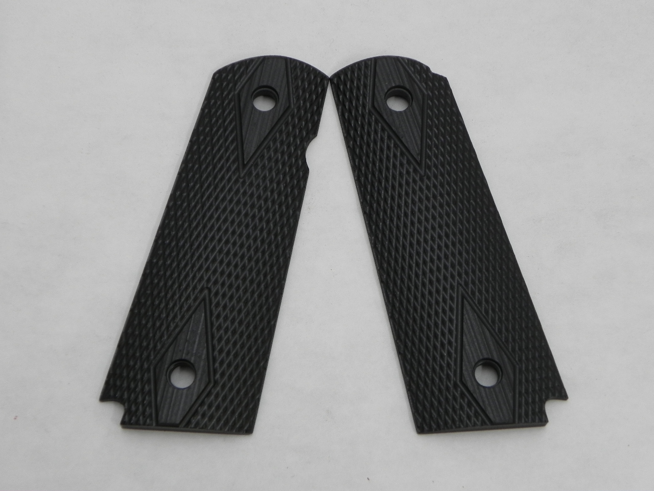 CS0495BLEM - Blemished 1911 Black Double Diamond Checkered Dymondwood Grips with Pin Cut - Flat