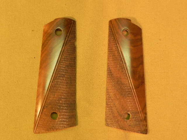 SUGWC3 - 1911 C&S Premium Handmade Checkered Walnut Grips