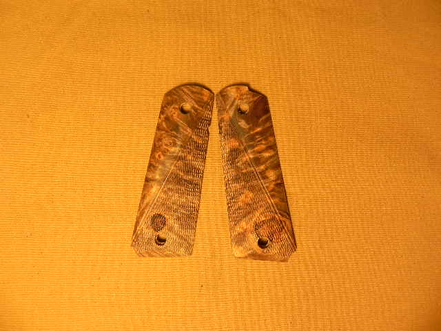SUGMBC2 - 1911 C&S Premium Handmade Maple Burl Checkered Grips