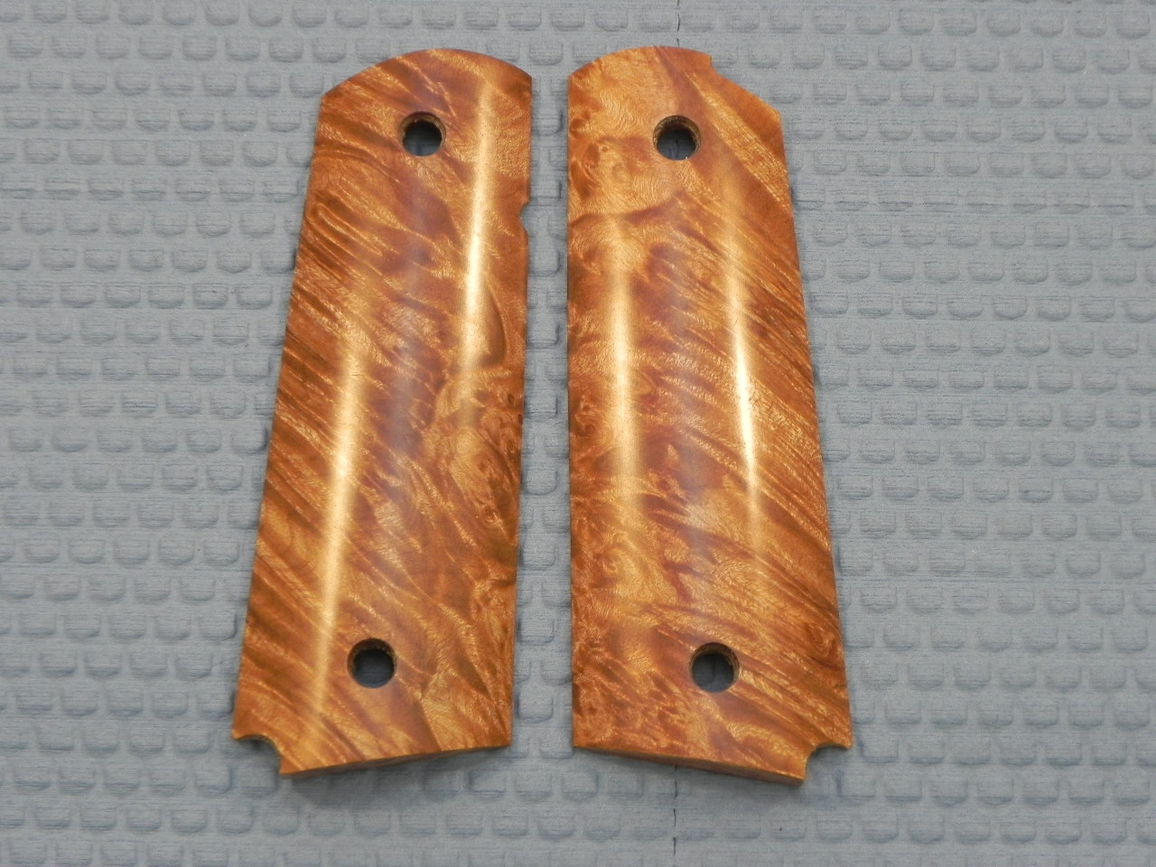 SUGMBNS1 - 1911 C&S Premium Handmade Smooth Maple Burl Naturl Grips