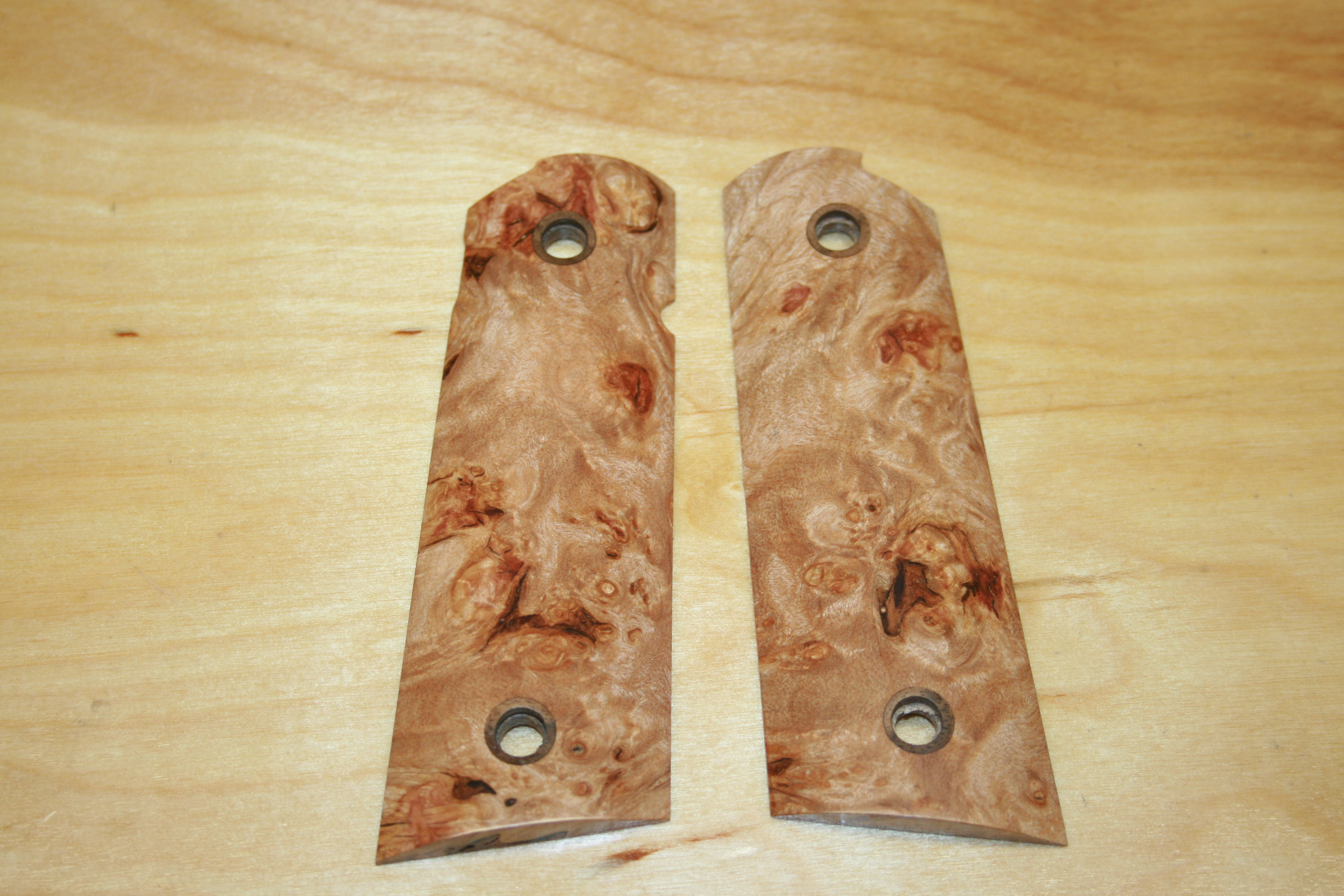 SUGMBS1N - 1911 C&S Premium Handmade Smooth Natural Maple Burl Grips